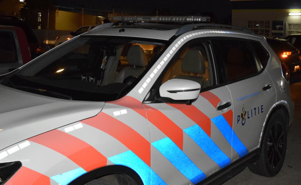 Polis a hasi entrada den dos kas na Boneiru