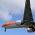 Hopi hende a sali bai wak 'Orange Pride' baha na aeropuerto