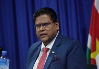 Presidente Santhoki di Sürnam lo bishitá Hulanda
